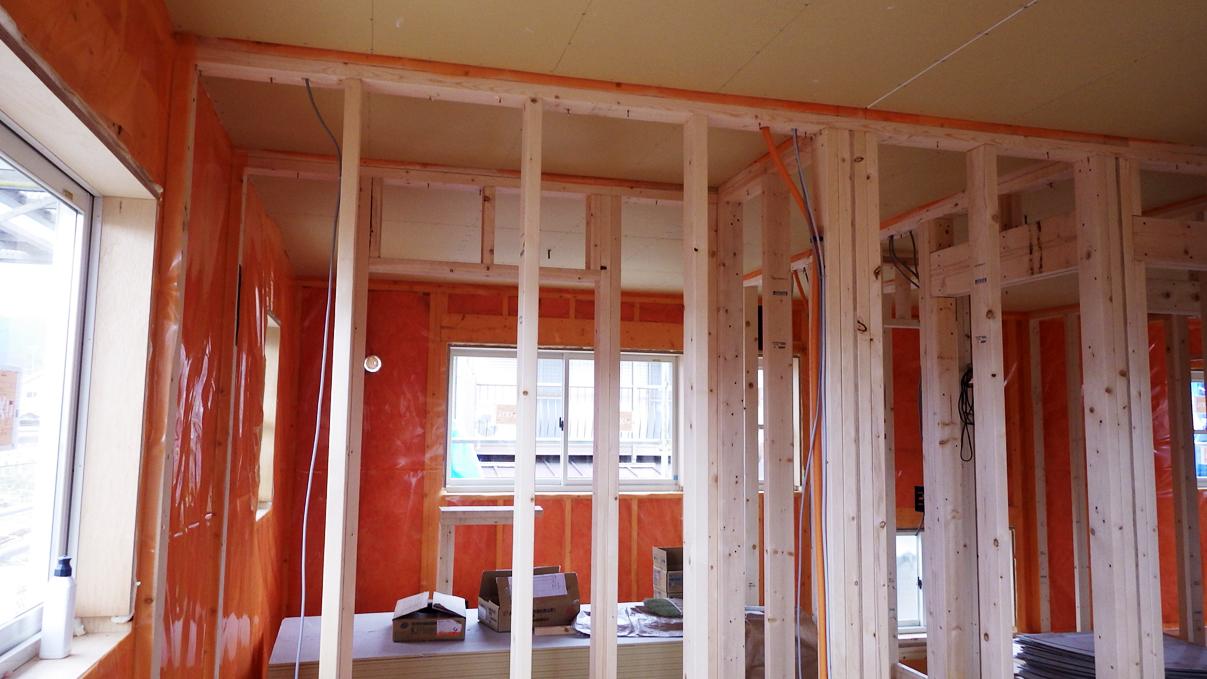 塗り壁とエイジング加工のかわいい家 内装工事6