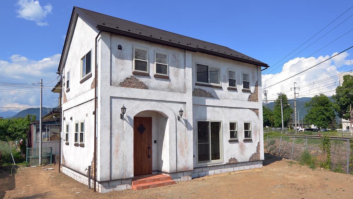 塗り壁とエイジング加工のかわいい家 外観1