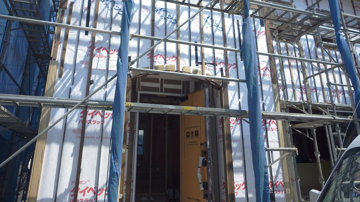 漆喰塗り壁のかわいいお家 外装工事2