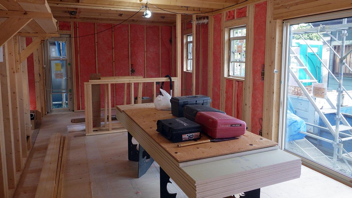 漆喰塗り壁のかわいいお家 内装工事1