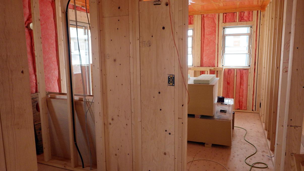 漆喰塗り壁のかわいいお家 内装工事3