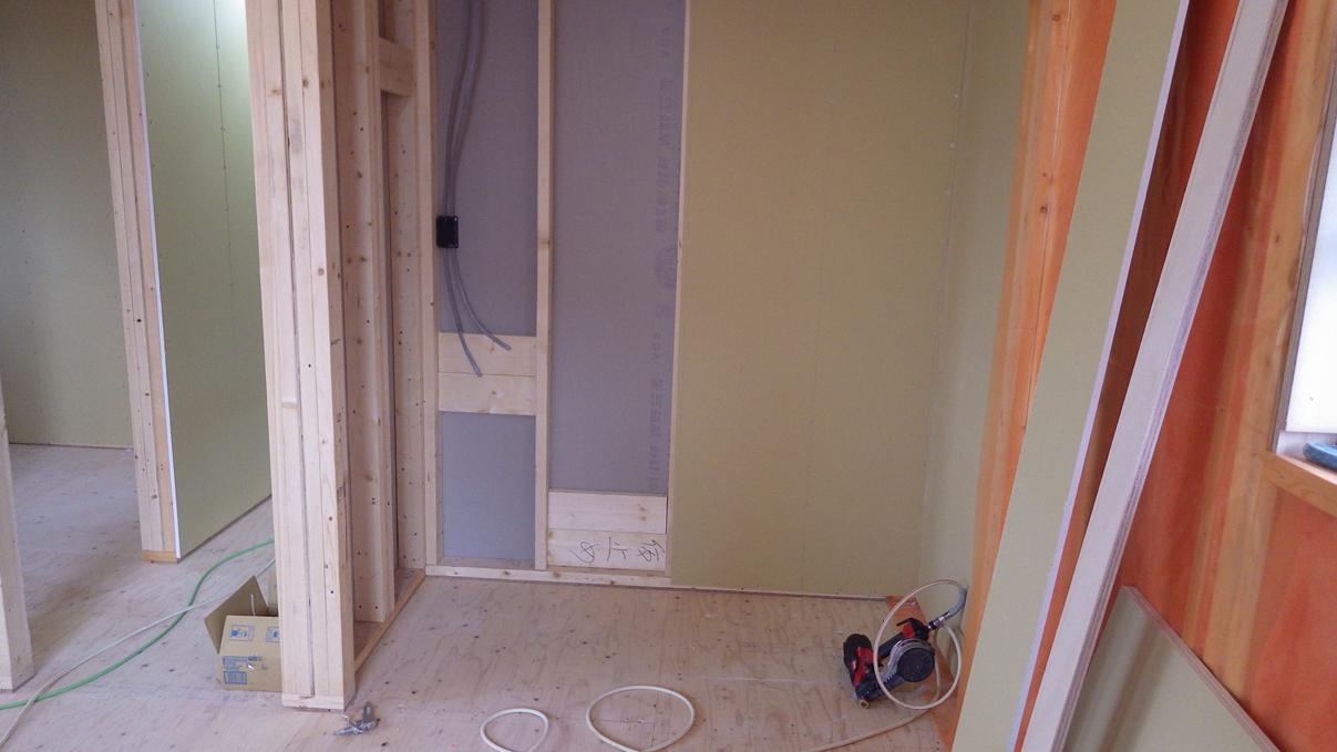 漆喰塗り壁のかわいいお家 内装工事6