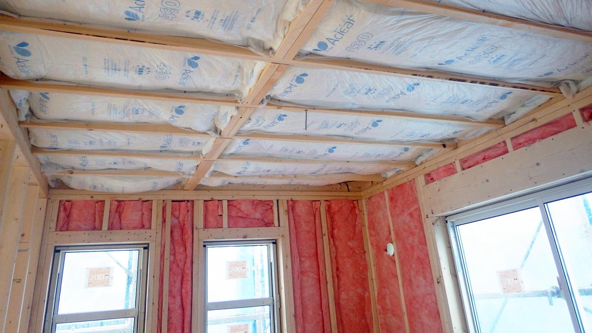 漆喰塗り壁のかわいいお家 内装工事5