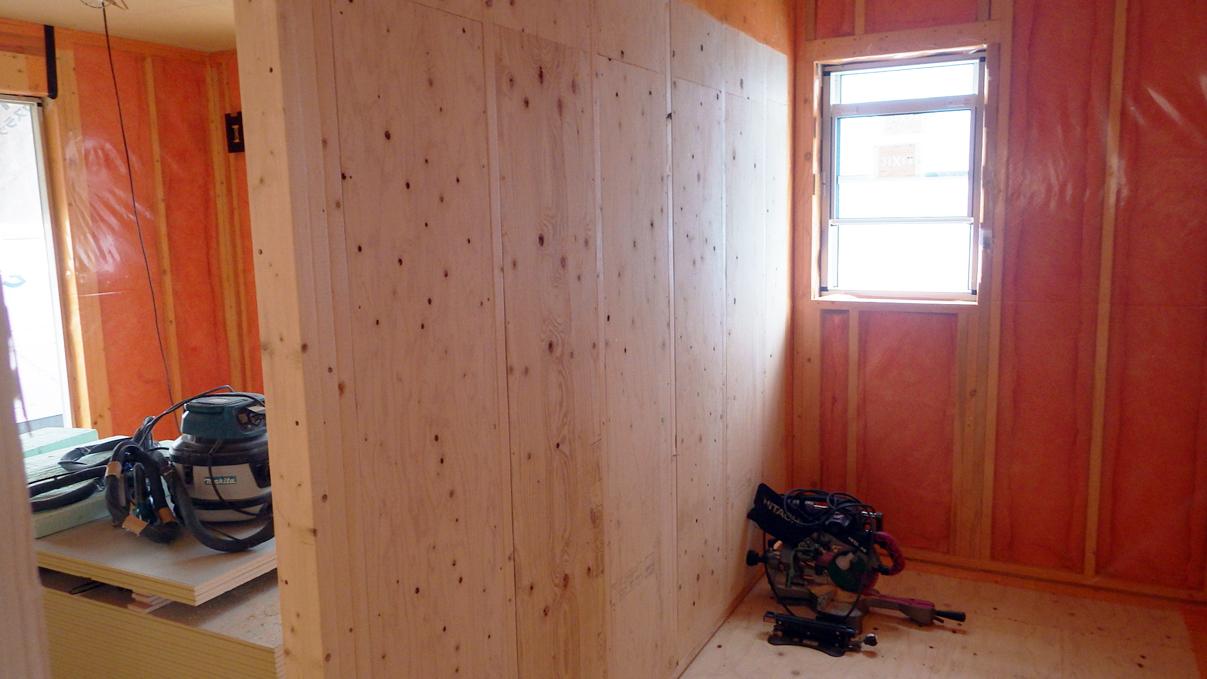 漆喰塗り壁のかわいいお家 内装工事4