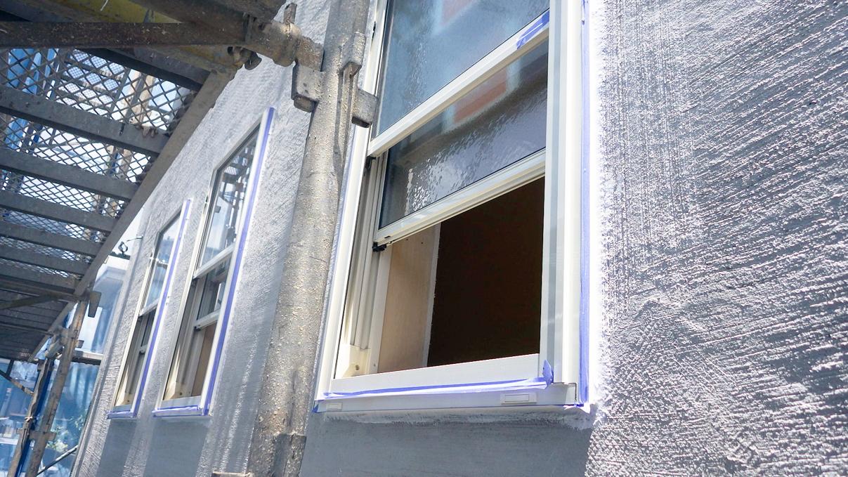 漆喰塗り壁のかわいいお家 外装工事5