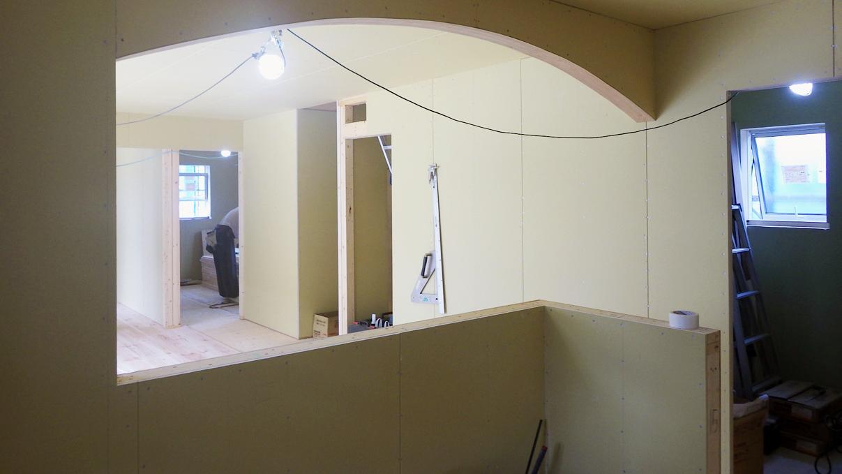 漆喰塗り壁のかわいいお家 内装工事8