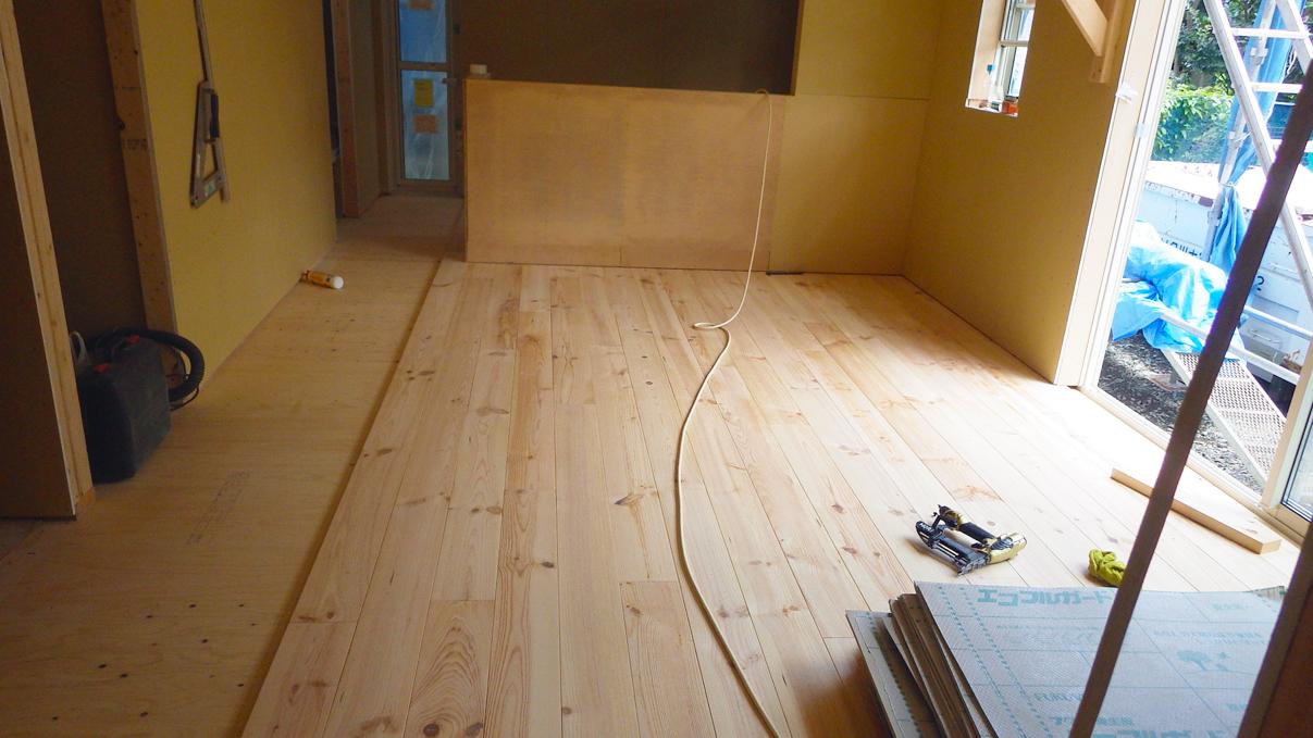 漆喰塗り壁のかわいいお家 内装工事9