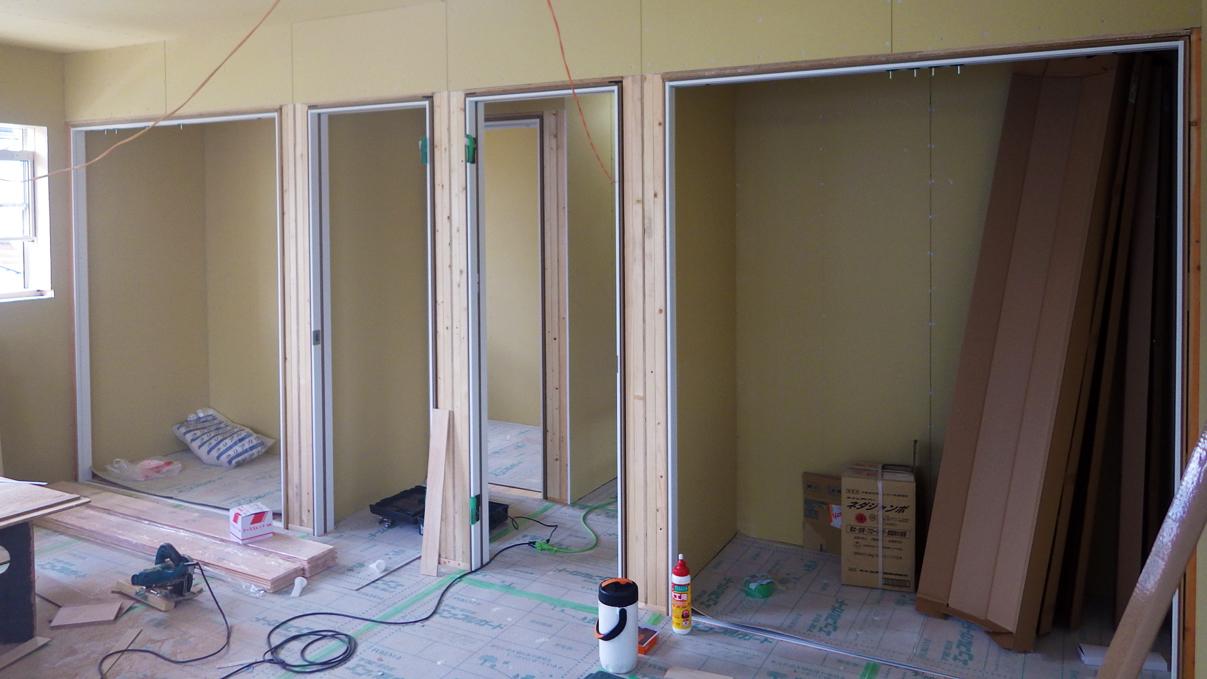 漆喰塗り壁のかわいいお家 内装工事7