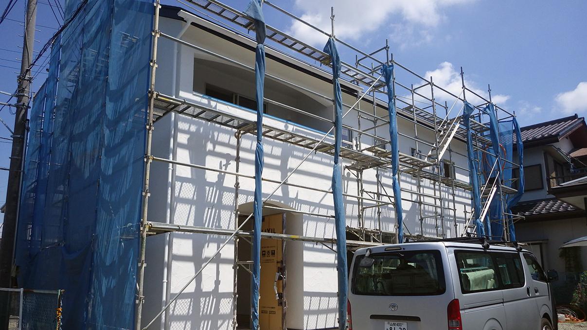 漆喰塗り壁のかわいいお家 外装工事10