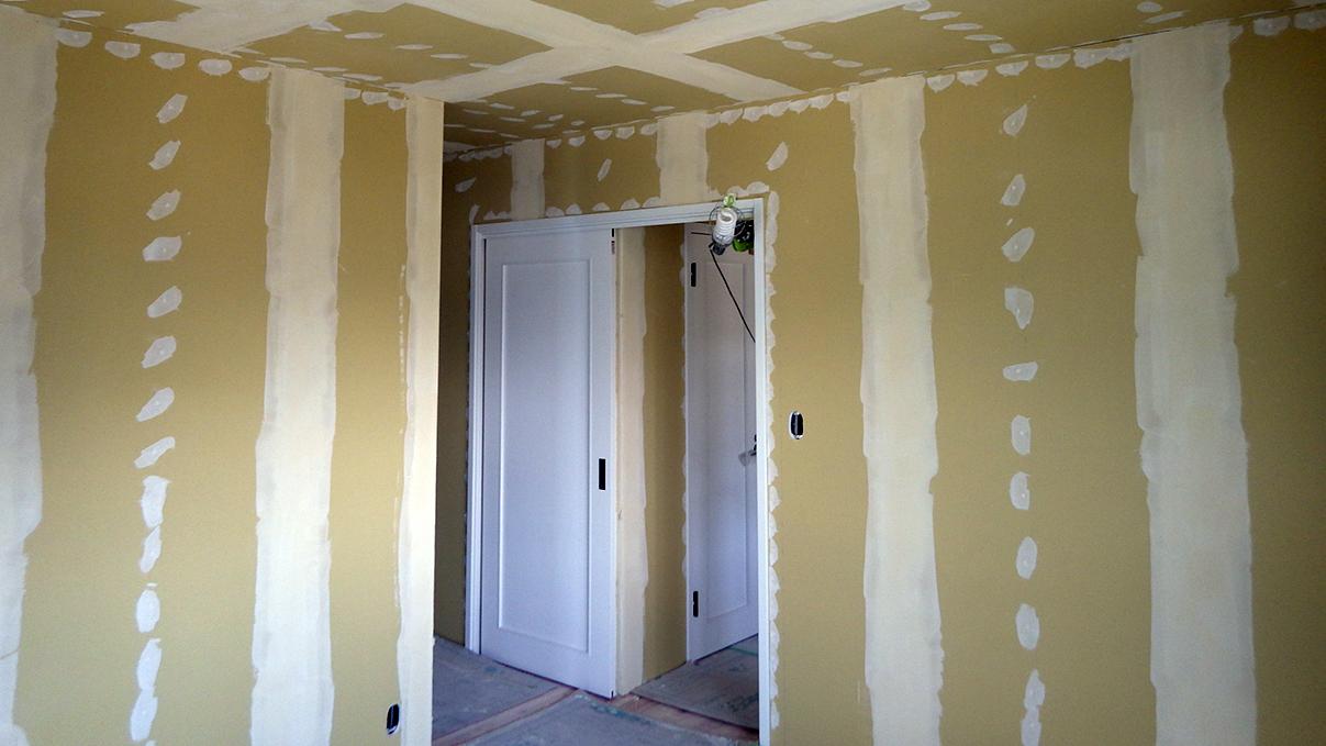漆喰塗り壁のかわいいお家 内装工事17