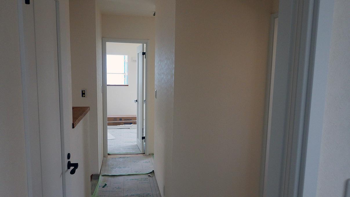 漆喰塗り壁のかわいいお家 内装工事18