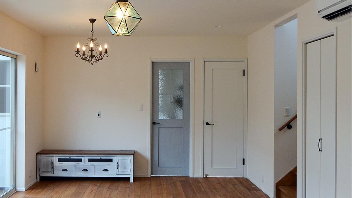 漆喰塗り壁のかわいいお家 リビング