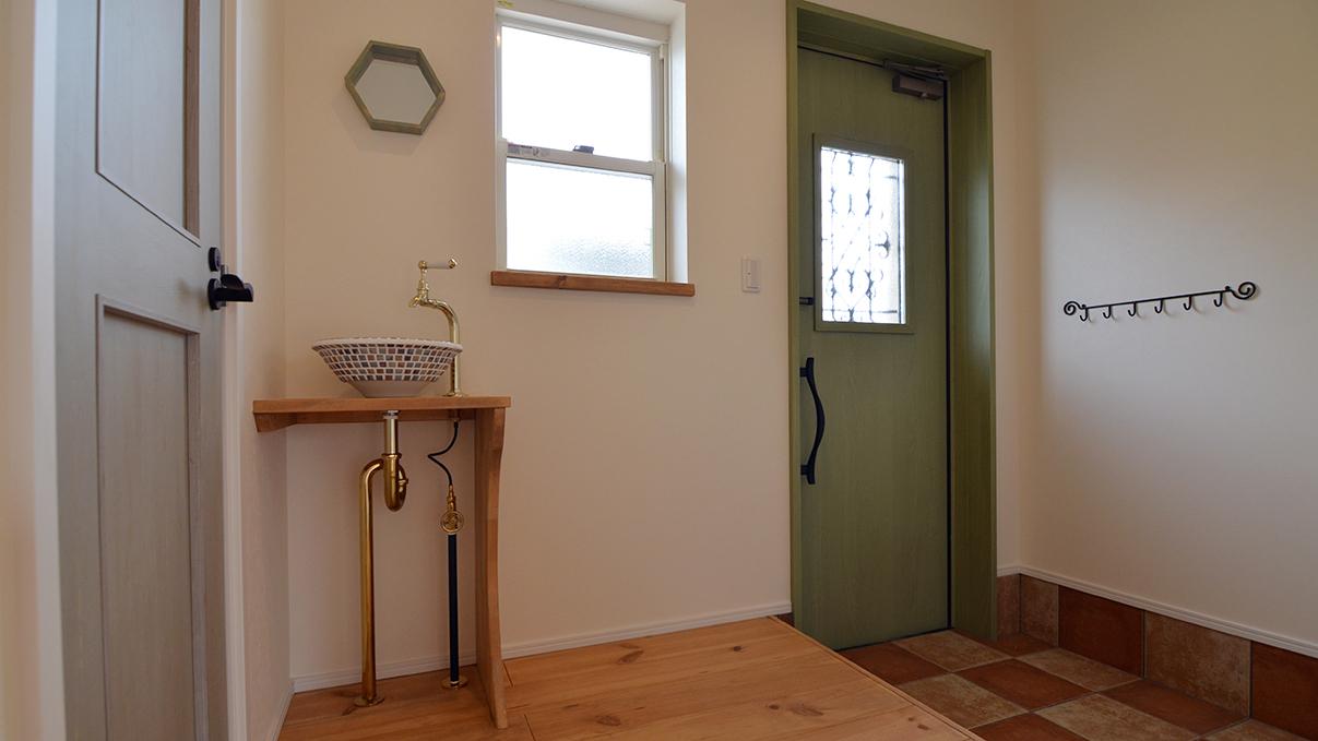 エイジング加工のキュートな家 玄関1