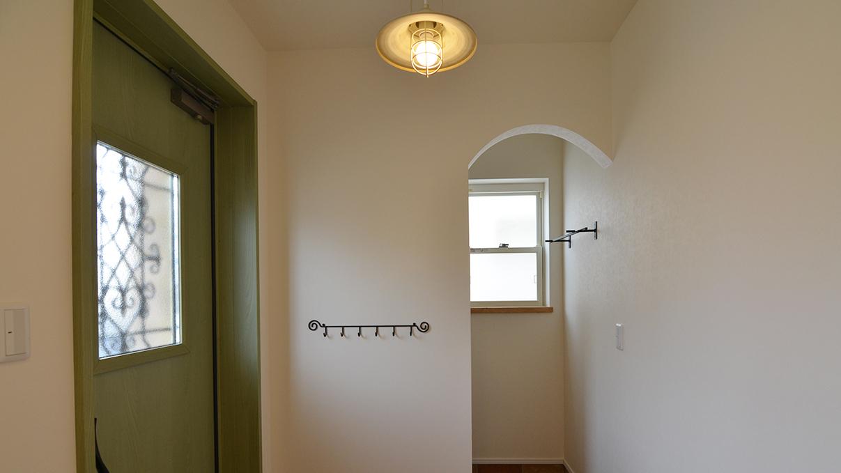 エイジング加工のキュートな家 玄関2