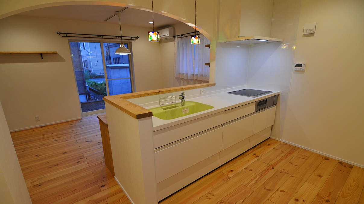 エイジング加工のキュートな家 キッチン