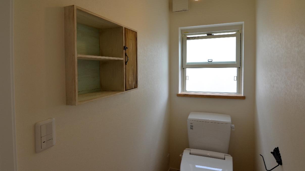 エイジング加工のキュートな家 アンティーク棚