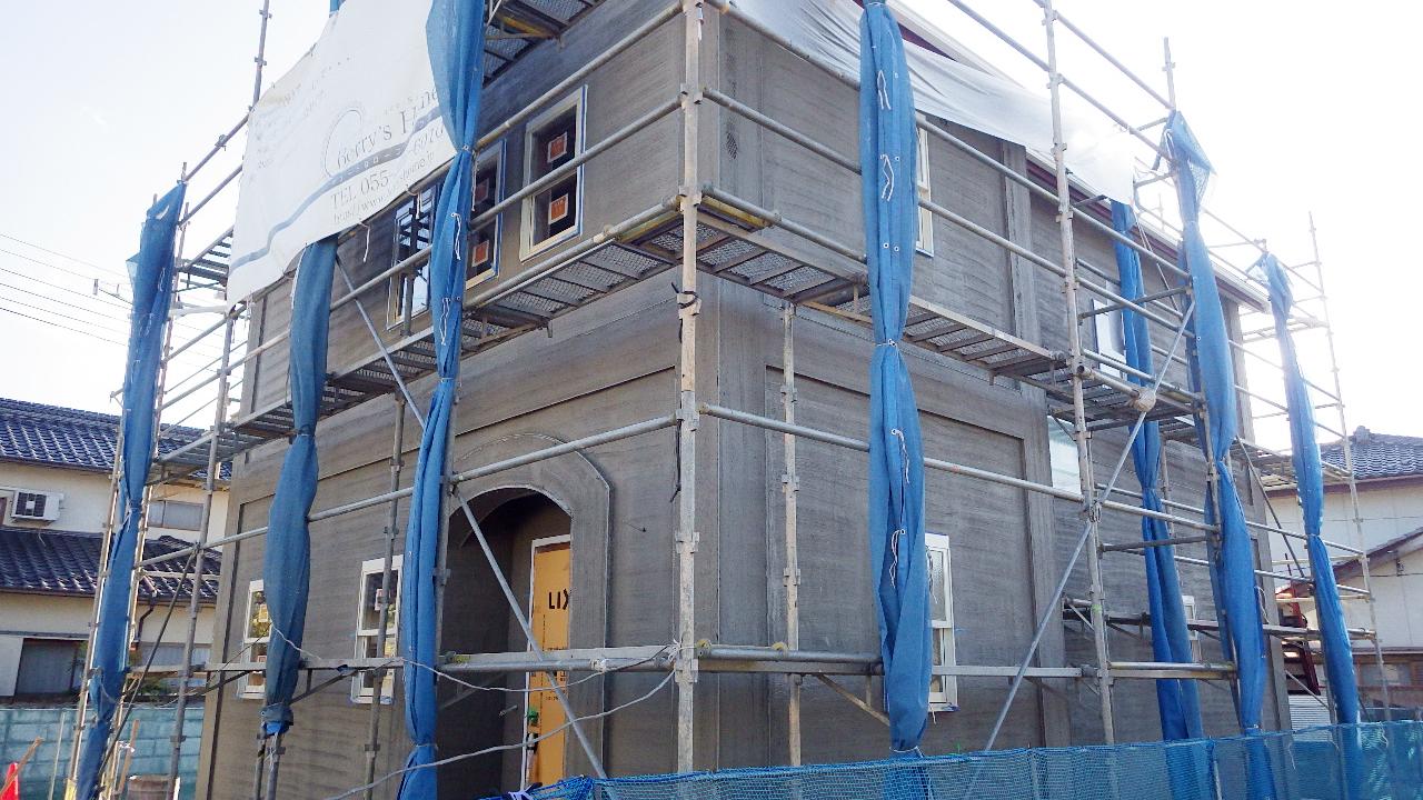 自然素材の漆喰外壁のお家 外装工事8