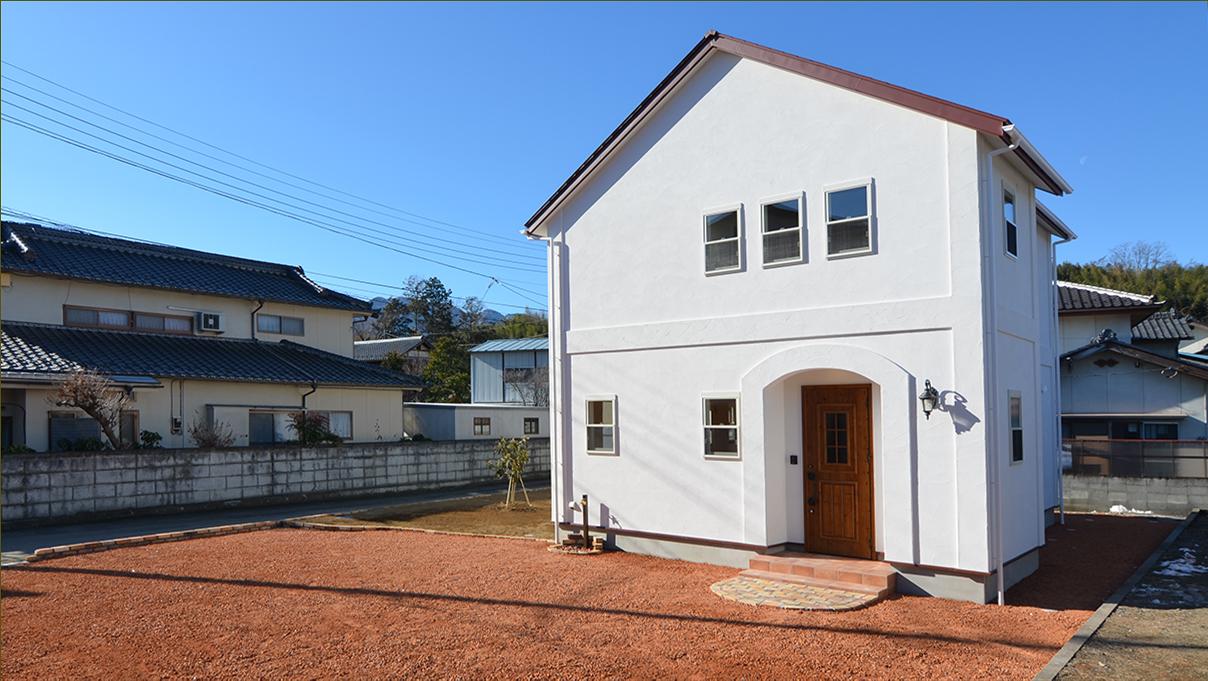 自然素材の漆喰外壁のお家 外観写真2