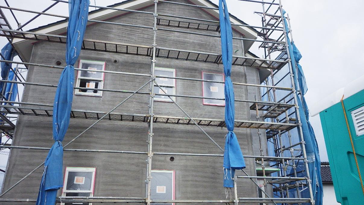 大好きな自然素材の漆喰のこだわりのお家 外装工事13