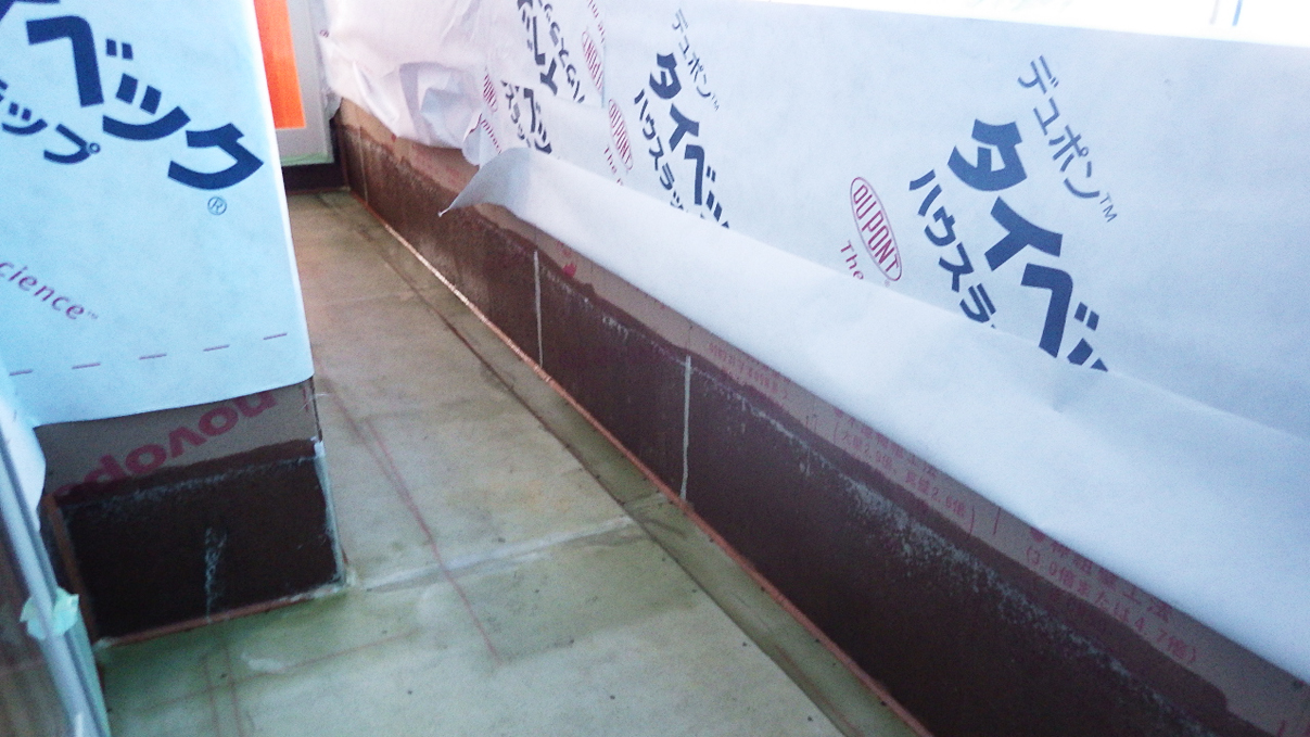 大好きな自然素材の漆喰のこだわりのお家 外装工事3