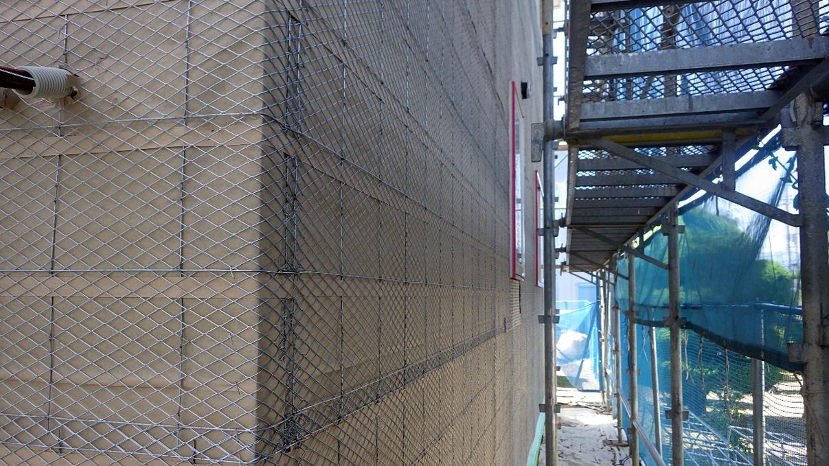 大好きな自然素材の漆喰のこだわりのお家 外装工事8