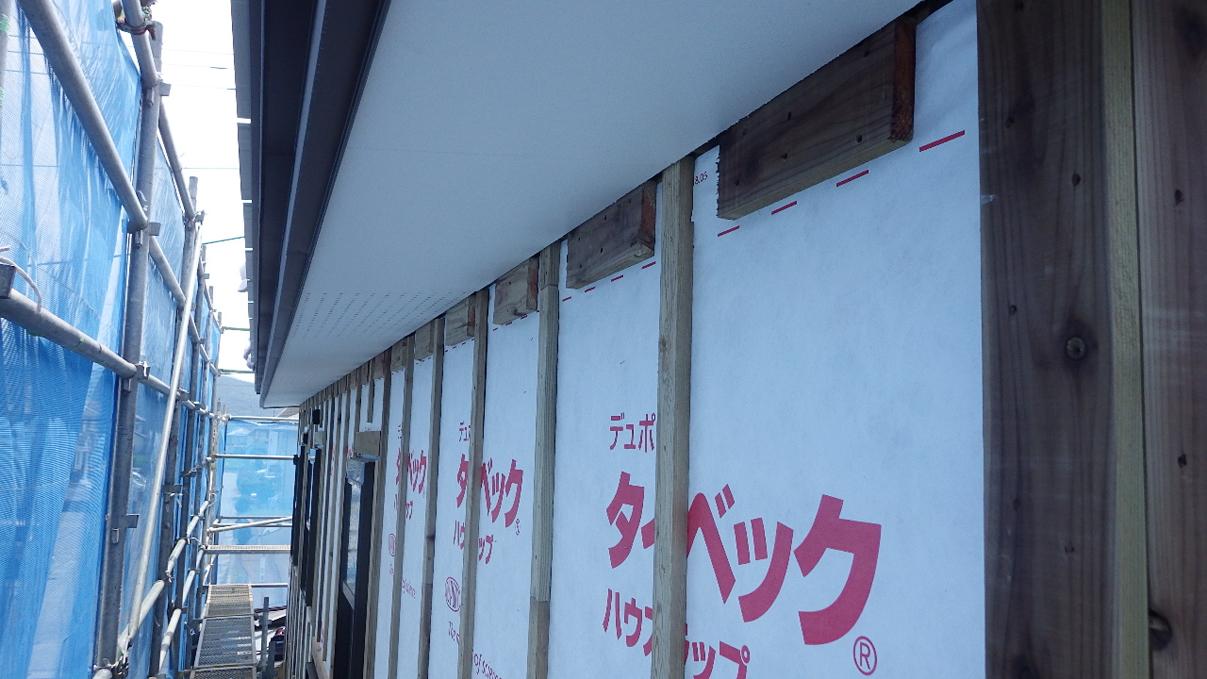 書斎からガレージが見えるインダストリアルデザインのお家 外装工事4