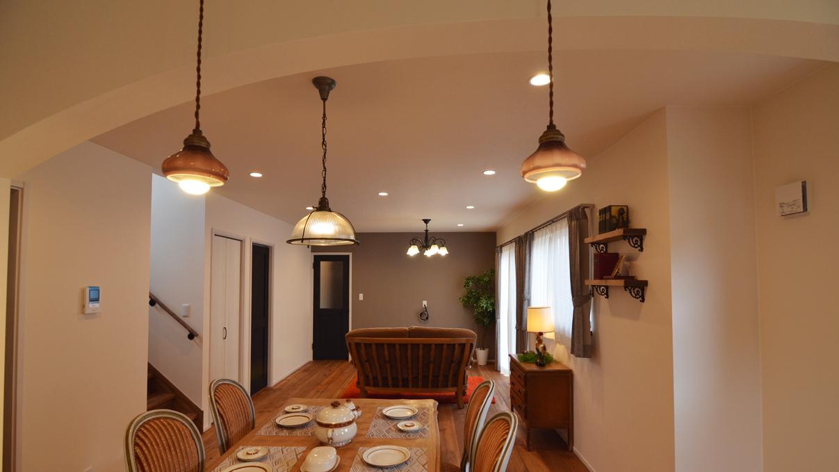 書斎からガレージが見れるインダストリアルデザインのお家3