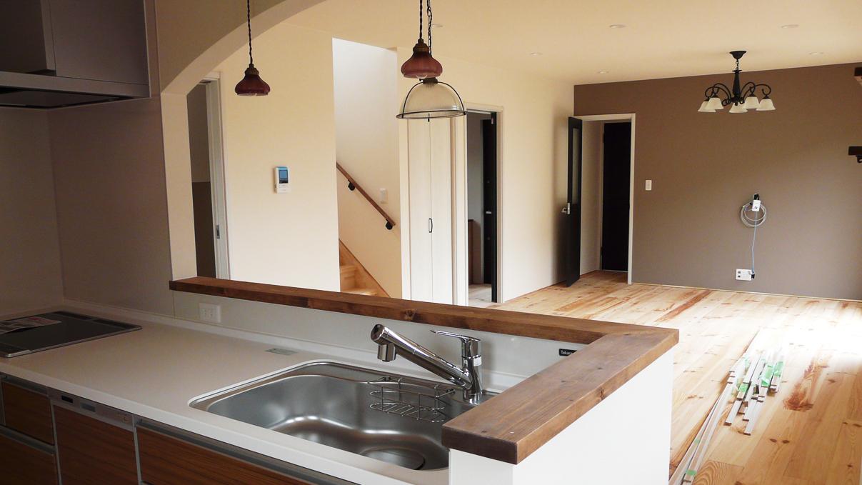 書斎からガレージが見れるインダストリアルデザインのお家 内装工事17