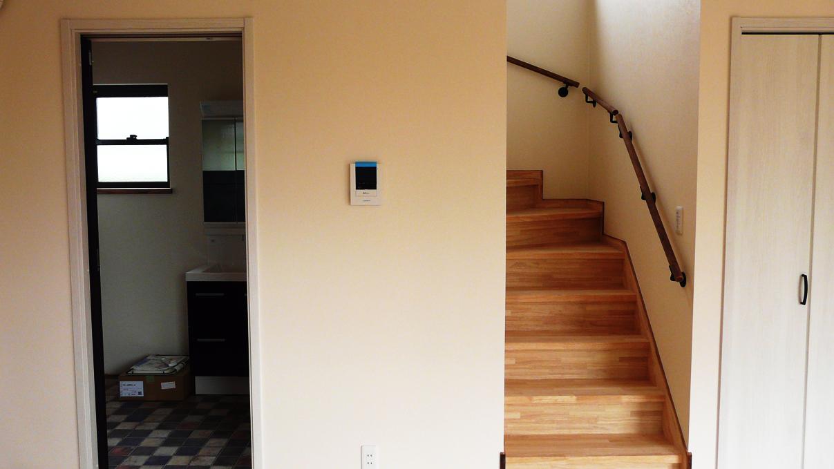 書斎からガレージが見れるインダストリアルデザインのお家 内装工事19